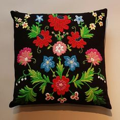 Hagen, broderikit by Svensk Hemslöjd Scandinavian Embroidery, Swedish Embroidery, Floral Embroidery, Wool Quilts, Textiles, Wool Applique, Embroidery Kits, So Little Time, Handicraft