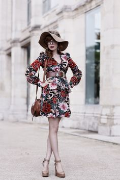 This vintage outfit is lovely!