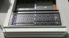 Lazer kesim balkon korumalığı örneği izmir ferforje, Selçuklu mimarisi desenli ferforje balkon korumalığı model örneğidir. Balkonuzun uzunluğuna ve tipine