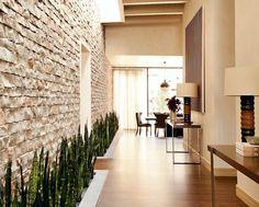 La piedra decorativa es un elemento muy interesante a la hora de la decoración de paredes. Si te gusta el aspecto rústico es una buena opción para la decoración.