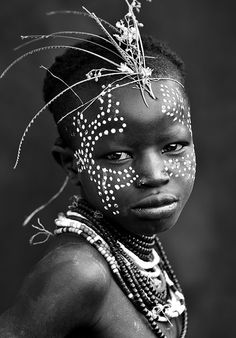 Paramchaintanya Men — Portrait of a Karo Girl, Ethiopia, 2011 Mario. Cara Tribal, Tribal Face, We Are The World, People Around The World, Africa Art, African Tribes, Foto Art, African Culture, African Beauty