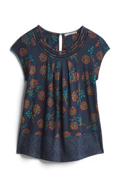 Dear Stitch Fix Stylist, I like this dark navy mixed with floral pattern and shirt style. Stitch Fix Outfits, Cute Blouses, Stitch Fix Stylist, Mode Hijab, Sewing Clothes, Blouse Designs, What To Wear, Style Me, Personal Style