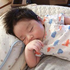"↱""𝐍𝐀𝐌𝐉𝐀𝐂𝐇𝐈𝐍𝐆𝐔"" ↲ ft 김동영 not ur typical classic cinderell… # Fiksi Penggemar # amreading # books # wattpad Cute Asian Babies, Korean Babies, Asian Kids, Cute Babies, Cute Baby Boy, Cute Kids, Baby Kids, Baby Park, Baby Tumblr"