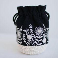 いいね!1,987件、コメント13件 ― yulaさん(@yula_handmade_2008)のInstagramアカウント: 「* . White flowers . .…」