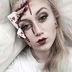 Looking for for ideas for your Halloween make-up? Browse around this site for unique Halloween makeup looks. Halloween 2018, Halloween Makeup Looks, Easy Halloween, Halloween Inspo, Halloween Tricks, Halloween Latex Makeup, Halloween Costumes Women Scary, Google Halloween, Halloween Tutorial