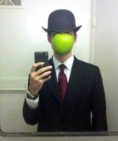 Cosplay The-Son of Man by Rene Magritte costume Halloween costume Most Creative Halloween Costumes, Halloween Costumes You Can Make, Homemade Halloween Costumes, Pop Culture Halloween Costume, Cool Costumes, Halloween Diy, Costume Ideas, Halloween Havoc, Unique Costumes