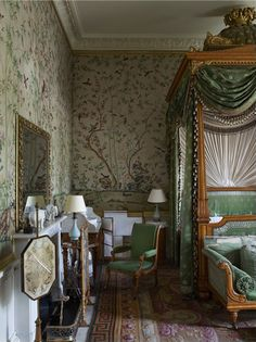 The Wellington Bedroom at Chatsworth House. English Interior, English Decor, Country House Interior, Interior And Exterior, Country Houses, Royal Bedroom, Home Bedroom, Beautiful Bedrooms, Beautiful Interiors