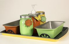 Here's a fun way to brighten up any table setting using some Mason Jars, loaf pans, a cookie sheet and Transform Mason products! Paint the loaf pans, cookie tray and mason jars with some bright, festive colors and use them to present your party essentials.  Transform Mason Daisy lids can be bent and glued to the bottom of the loaf pans to make decorative feet. Use Transform Mason wood tags to accentuate the mason jars. Install a Transform Mason Pump lid insert for any liquid dispensing…