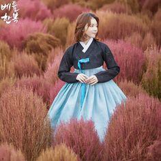 Korean traditional clothes.(한복) #핑크뮬리 #핑크 #pink #modern #snap #autumn #vogue #pattern #korean #art #blue #woman #race #wedding #tbt #가을사진 #베틀한복 #한복디자인 #한국 #대한민국 #예쁜사진 #퓨전한복 #감성사진 #한복디자인 #저고리 #블랙