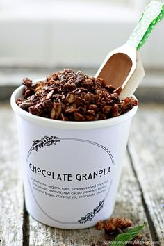 The most delicious chocolate granola made with healthy superfood ingredients like walnuts, flax seeds, chia seeds, and cacao. Get the easy recipe and free printable label. This homemade granola is easy to make vegan and gluten free. Healthy Chocolate Granola Recipe, Delicious Chocolate, Homemade Chocolate, Coconut Chocolate, Organic Chocolate, Chocolate Bars, Coconut Sugar, Coconut Oil, Granola Breakfast