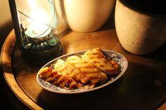 In bruine rum gemarineerde gegrilde ananas, ideaal om een lekkere barbecue mee af te sluiten