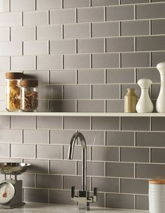 Erebos metallic glass brick tiles are a modern twist on a classic shape. The on trend grey shade is complemented with a metallic effect for a contemporary look.