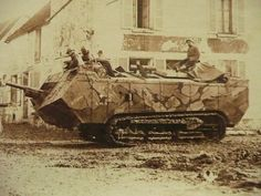 A French Saint Chamont heavy tank with its crew moving into combat. You can see a very modern tiger stripes camouflage displayed on the tank. ww1 set the beginning of modern camouflage research. Pin by Paolo Marzioli