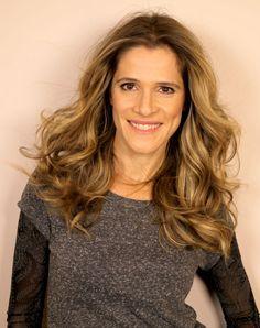Ingrid Guimaraes - loiro multidimensional com luzes em tonalidades diversas para um resultado iluminado e com volume.