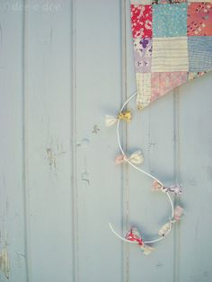 decorative fabric kite tutorial - I'm thinking one on the front door instead of wreath for late Spring, early Summer.
