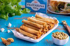 Filotaikina on Välimeren alueen leivonnaisten valmistuksessa käytetty paperin ohut taikina, joka sopii makeiden ja suolaisten leivonnaisten valmistukseen. Ota pakkaus rohkeasti pakastealtaasta ja kokeile erimallisia suolaisia piiraita tai vaikka ihanaa baklavaa Suojaa taikina-arkit kostealla pyyheliinalla, jolloin ne pysyvät ehjinä leivontavaiheessakin. Joko, Feta, Carrots, Sausage, Food And Drink, Baking, Vegetables, Recipes, Party Ideas