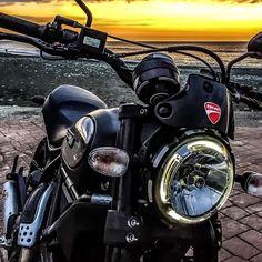 HAVE A NICE DAY. #instagood #photooftheday #ridersofinstagram #beautiful #haveaniceday #happy #picoftheday #instadaily #fun #style #instagram #bike #bikelife #bikersofinstagram #black #bornfree #borntorun #chrome #daikanzanclub #desmo #ducati...