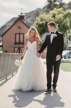 Sweep Train Spaghetti Straps Ivory Beach Wedding Dresses