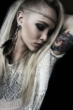 eff the undercut, this girl is gorgeous!