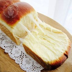 if you haven't heard about this. after the 5 thousand dollar bread, this is another viral toast going around in china. just one proofing. the texture is so irresistible 听说了么?no? 继 recipes backen backen rezepte bread bread bread Baking Recipes, Cake Recipes, Dessert Recipes, Desserts, Kitchen Aid Recipes, Bread Bun, Bread Cake, Brioche Bread, Bread Toast