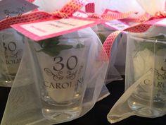 A Carol queria celebrar seus 30 anos com uma festa intimisma, que contasse com a presença de alguns familiares e os amigos m...
