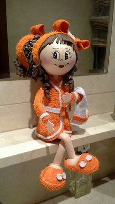muñeca adorable Foam Crafts, Diy And Crafts, Arts And Crafts, Toilet Roll Craft, Toilet Paper, Bathroom Crafts, Soft Sculpture, Cute Dolls, Fabric Dolls