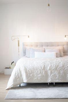 Muistatteko tämän tammikuisen postaukseni missä ihastelin kaunista H&M:n kuvaa pellavalakanoilla pedatusta sängystä. Siitähän se ajatus sitten lähti...
