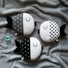 handmade wooden and cotton toys and deco Felt Crafts, Fabric Crafts, Diy And Crafts, Sewing Stuffed Animals, Stuffed Animal Patterns, Cute Pillows, Baby Pillows, Baby Sewing Projects, Sewing Crafts