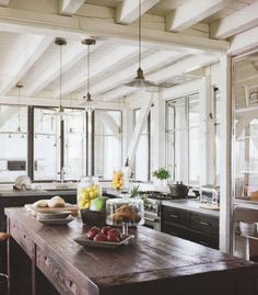 CASA TRES CHIC: EXPOSED BEAMS