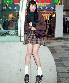 横田真悠 Ulzzang Hair, Leg Thigh, Japan Girl, Girl Next Door, Seventeen, Red Velvet, Skater Skirt, Thighs, Hipster