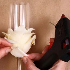 Master-class: wedding glasses with their own hands - - All about the wedding - New Kaliningrad. Wedding Wine Glasses, Wedding Champagne Flutes, Wine Glass Crafts, Wine Bottle Crafts, Decorated Wine Glasses, Glitter Wine, Flower Crafts, Diy Flower, Paper Flowers