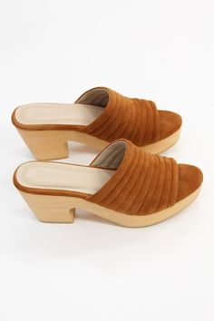 Hand carved wooden platform heel, 100% suede leather uppers and leather lined. Ultra comfortable, all-day-wearable, wood wedges! & Proudly free of gauche staples. Made fairly in Peru.