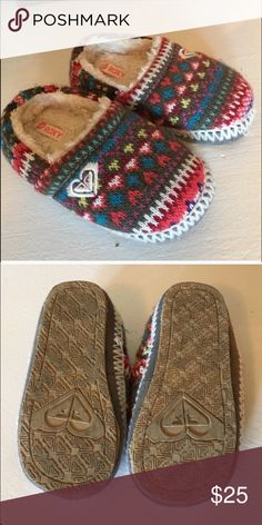 Roxy sweater shoes In great condition.. Like new Roxy Shoes Moccasins