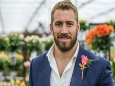 The rugby world cup kicks off this Friday! So here are 8 things that will make you love the England team captain, Chris Robshaw, even more. Fashion Suits, Mens Fashion, Chris Robshaw, Man Parts, Beefy Men, Beautiful Men Faces, Rugby World Cup, Rugby Players, Sport Motivation
