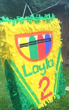 Check out this item in my Etsy shop https://www.etsy.com/listing/467596901/customizable-box-of-crayons-pinata