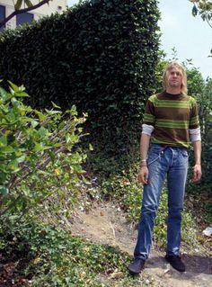 "Kurt Cobain on the set of the ""Teen Spirit"" video, Culver City, August 1991 Dave Grohl, Kurt Cobain Photos, Nirvana Kurt Cobain, Kurt Cobain Style, Foo Fighters, Eddie Vedder, Banda Nirvana, Pat Smear, Kurt And Courtney"