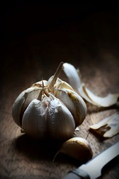 Just garlic - # Food Photography Lighting, Dark Food Photography, Photography Ideas, Fruit And Veg, Fruits And Veggies, Fruit Picture, Black Food, Beautiful Fruits, Food Pictures