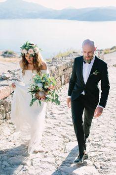 Romantic Wedding in Milos island Greece Protea Wedding, Wedding Bouquets, Wedding Dinner, Wedding Ceremony, Wedding Dress Train, Greece Wedding, Bohemian Bride, Rhodes, Celebrity Weddings