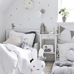 Gender neutral nursery inspiration. Pretty white nursery. Designed by one stylish Mama @mitliversmukt