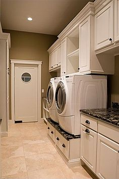 Great Traditional Laundry Room
