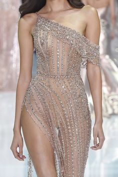Holiday season looks via Ralph and Russo Haute Couture Style, Couture Mode, Haute Couture Dresses, Couture Fashion, Runway Fashion, High Fashion, Fashion Fashion, Fashion Women, Fashion Ideas