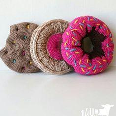 Hmmmmm 😋 . .#crochet #croche #handmade #cesto #fiodemalha #feitocomamor #feitoamao #trapilho #totora #knit #knitting #almofada #almofadadecroche Imagem da internet..quem souber de quem me avisa!