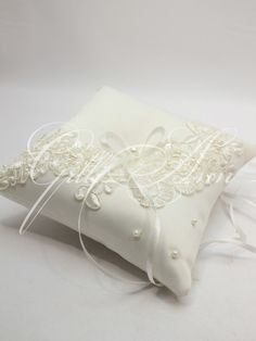 Свадебная подушечка для колец Gilliann Lace Pearl PIL262, http://www.wedstyle.su/katalog/pillow, ring pillow, wedding pillow