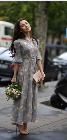 How Paris Does Street Style: The Very Best Snaps from Haute Couture Week. So adorable, very soft, feminine look. Modest Dresses, Pretty Dresses, Beautiful Dresses, Pretty Clothes, Dress Skirt, Dress Up, Skirt Outfits, Couture Week, Look Chic