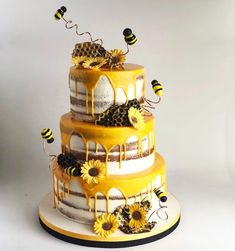 50 Most Beautiful looking Bee Cake Design that you can make or get it made on the coming birthday. Bee Birthday Cake, Bumble Bee Birthday, Birthday Ideas, Birthday Party Themes, Bee Cakes, Cupcake Cakes, Bumble Bee Cake, Bumble Bees, Kreative Desserts