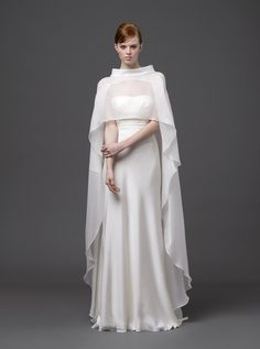 アクア・グラツィエがセレクトした、ALBERTA FERRETTI(アルベルタ フェレッティ)のウェディングドレス、AF008をご紹介いたします。