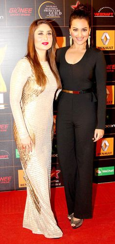 Kareena Kapoor with Sonakshi Sinha on the red carpet at the Star Guild Awards 2014