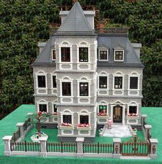 Thornhill House Thornhill House is my new style Victorian mansion built from Playmobil's 5300 Mansion. I decided to paint the entire hous. Miniture Dollhouse, Miniature Houses, Dollhouse Miniatures, Gold Furniture, Furniture Board, Normal House, Picture Tiles, Painted Front Doors, Dressing Area