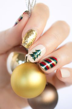 Nail art is a very popular trend these days and every woman you meet seems to have beautiful nails. It used to be that women would just go get a manicure or pedicure to get their nails trimmed and shaped with just a few coats of plain nail polish. Xmas Nails, Christmas Nails, Fun Nails, Christmas Holiday, Green Christmas, Christmas Trees, Christmas Greenery, Winter Holiday, Christmas Movies