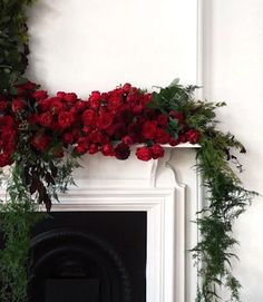 The Most Magical Christmas Decorations Ever Christmas Mantels, Noel Christmas, Merry Little Christmas, All Things Christmas, Winter Christmas, Winter Holidays, Christmas Wreaths, Christmas Decorations, Xmas